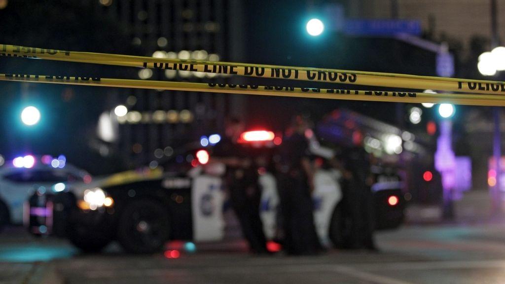 El tirador que se atrincheró aseguró que actuaba solo y quería matar a policías blancos