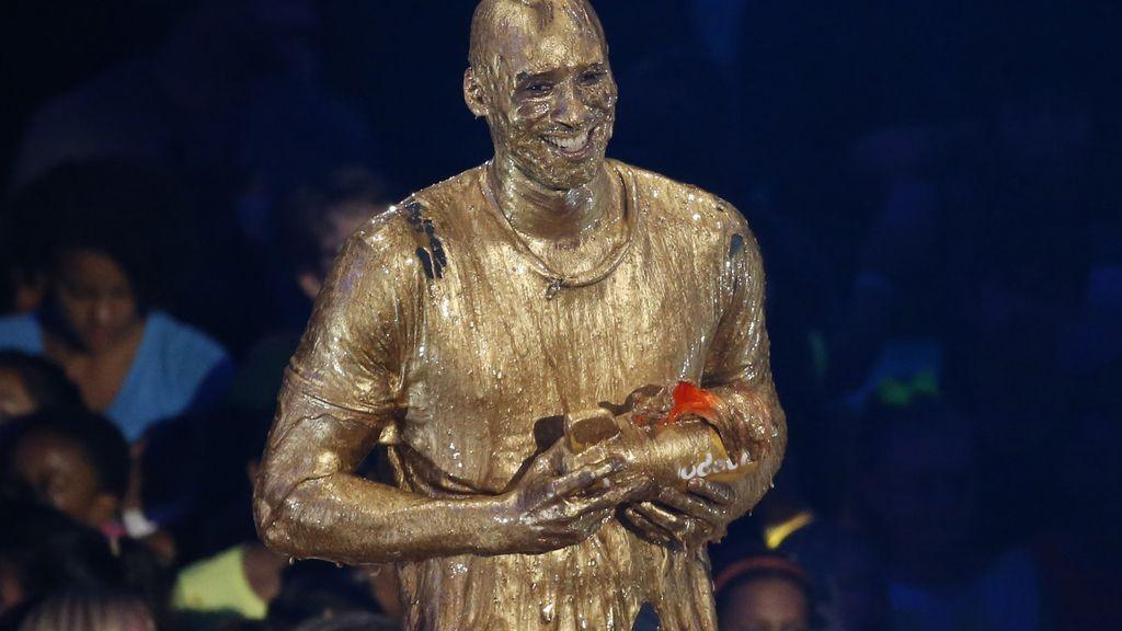 Kobe Bryant se baña en oro y recibe el premio 'Legendario' (15/07/2016)
