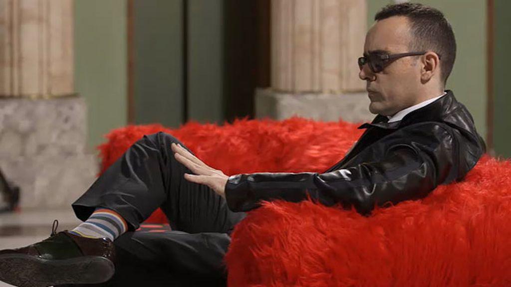 Rossy se ha sentado en un chester muy flamenco