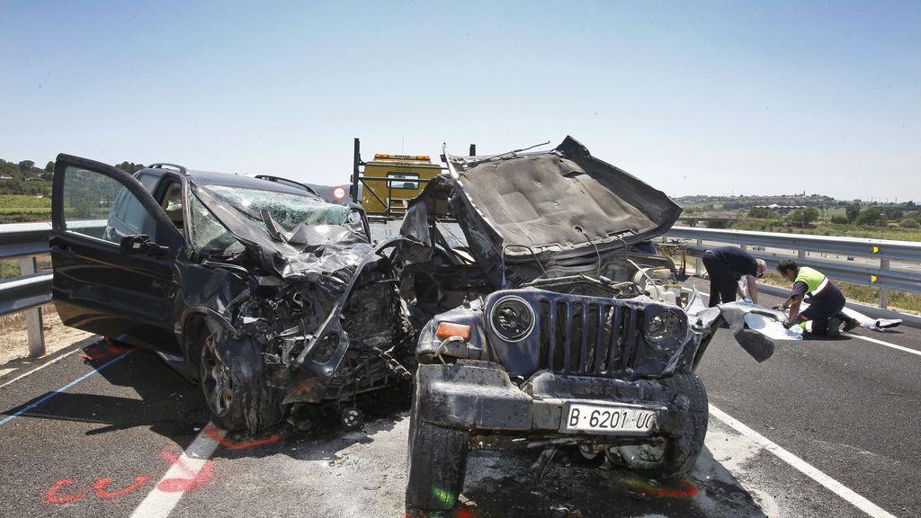 Cuatro personas han fallecido y dos más han resultado heridas graves este mediodía en un accidente de tráfico en Vilafranca del Penedès (Barcelona) en el que se han visto involucrados tres vehículos.