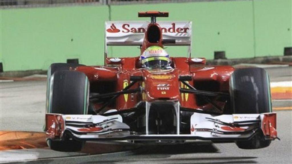 Cruz para Ferrari con la rotura de motor de Massa, que saldrá último...