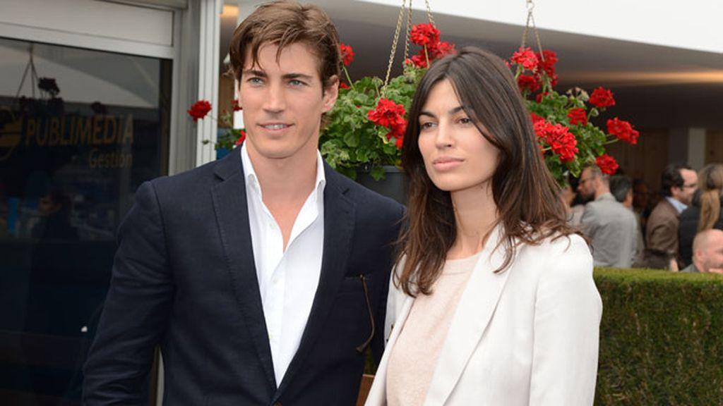 El modelo Oriol Elcacho asistió acompañado por su novia Davinia