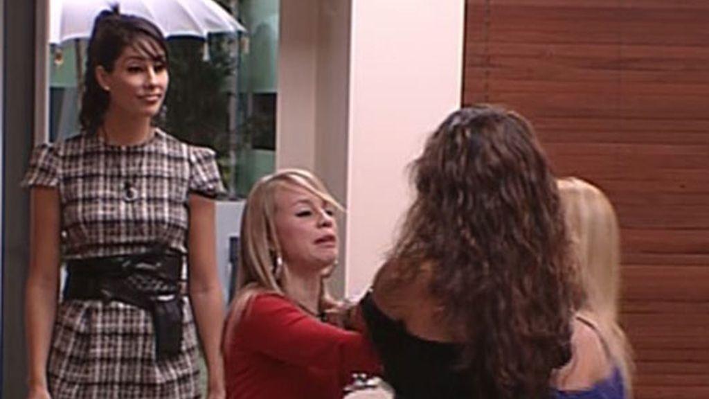 La agresión de Indhira a Carol, en fotos