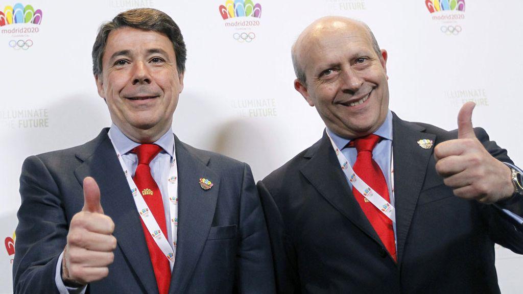 Ignacio González y José Ignacio Wert durante la visita del COI a Madrid