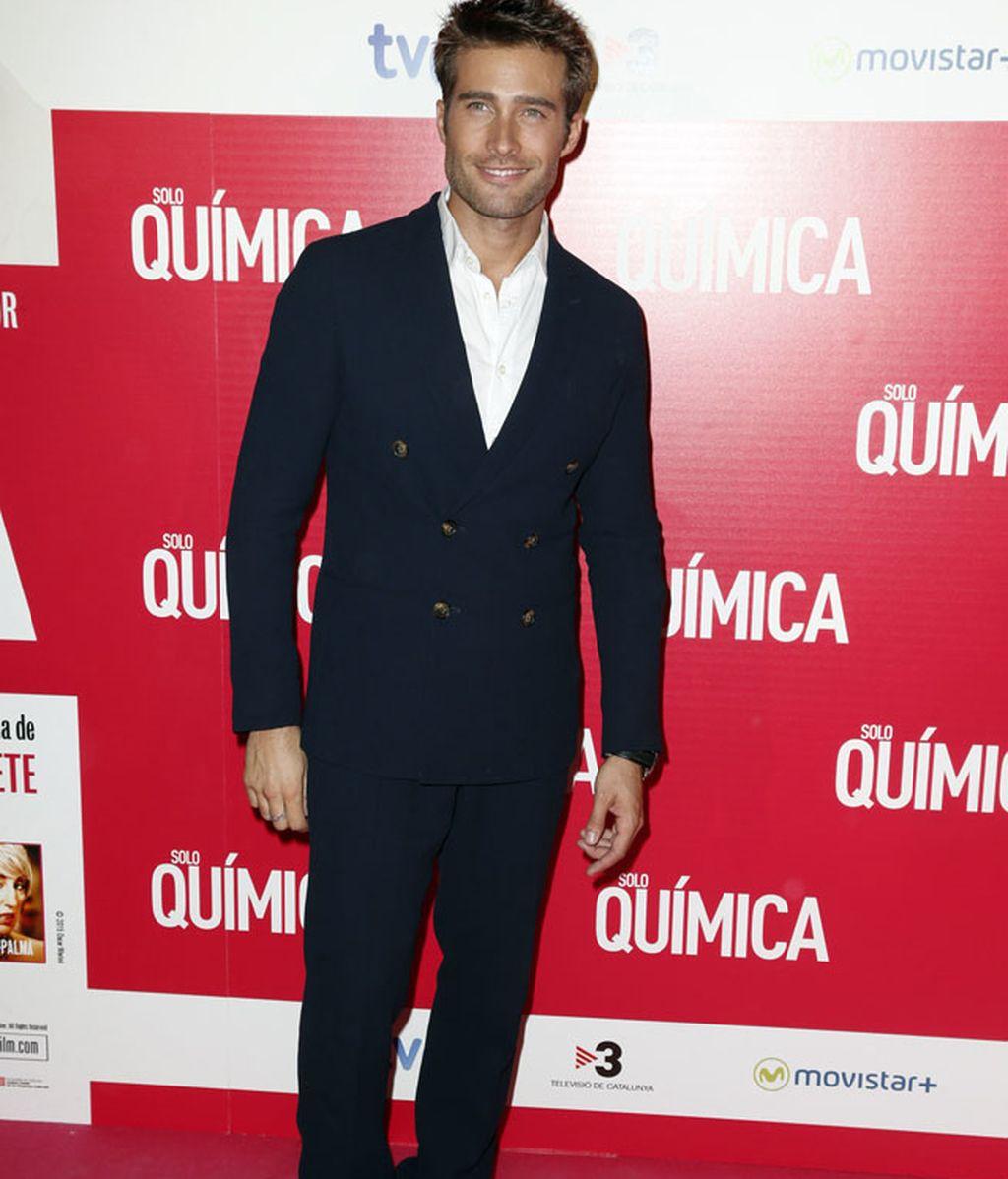 Rodrigo Guirao, el protagonista de la película, con traje azul marino