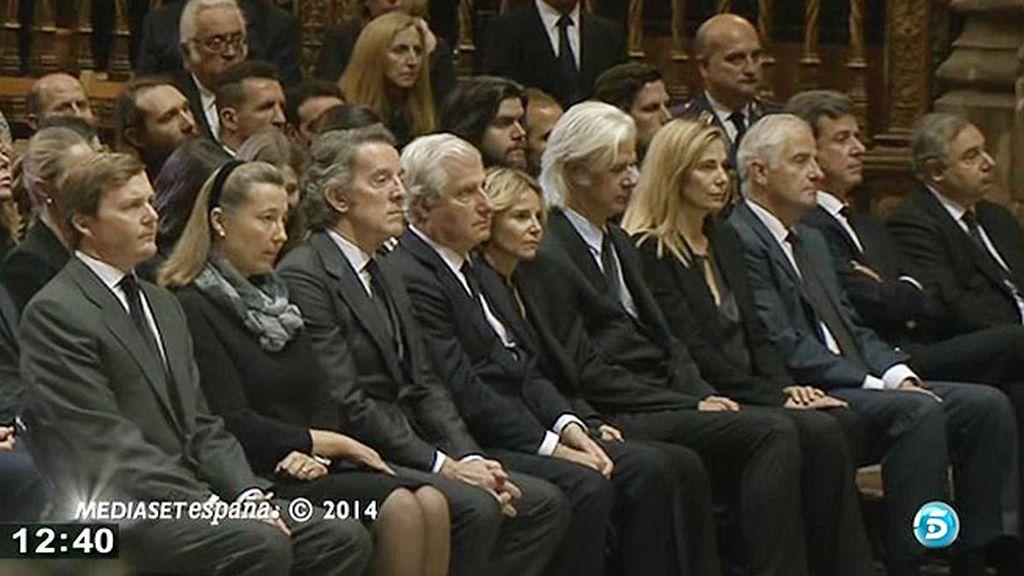 Los hijos de doña Cayetana y Alfonso Díez, en el funeral