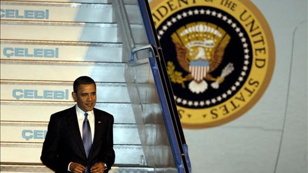 El presidente estadounidense, Barack Obama, tras aterrizar en Ankara. EFE