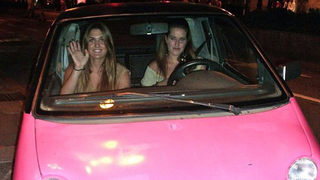 Carlota Merino Criado viajando en el fabuloso coche de su mejor amiga