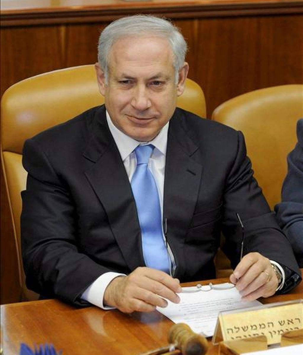 Fotografía facilitada por el Departamento de Prensa del Gobierno de Israel que muestra al primer ministro israelí, Benjamín Netanyahu, durante la primera reunión semanal del nuevo gobierno israelí, hoy en Jeruslén (Israel). EFE