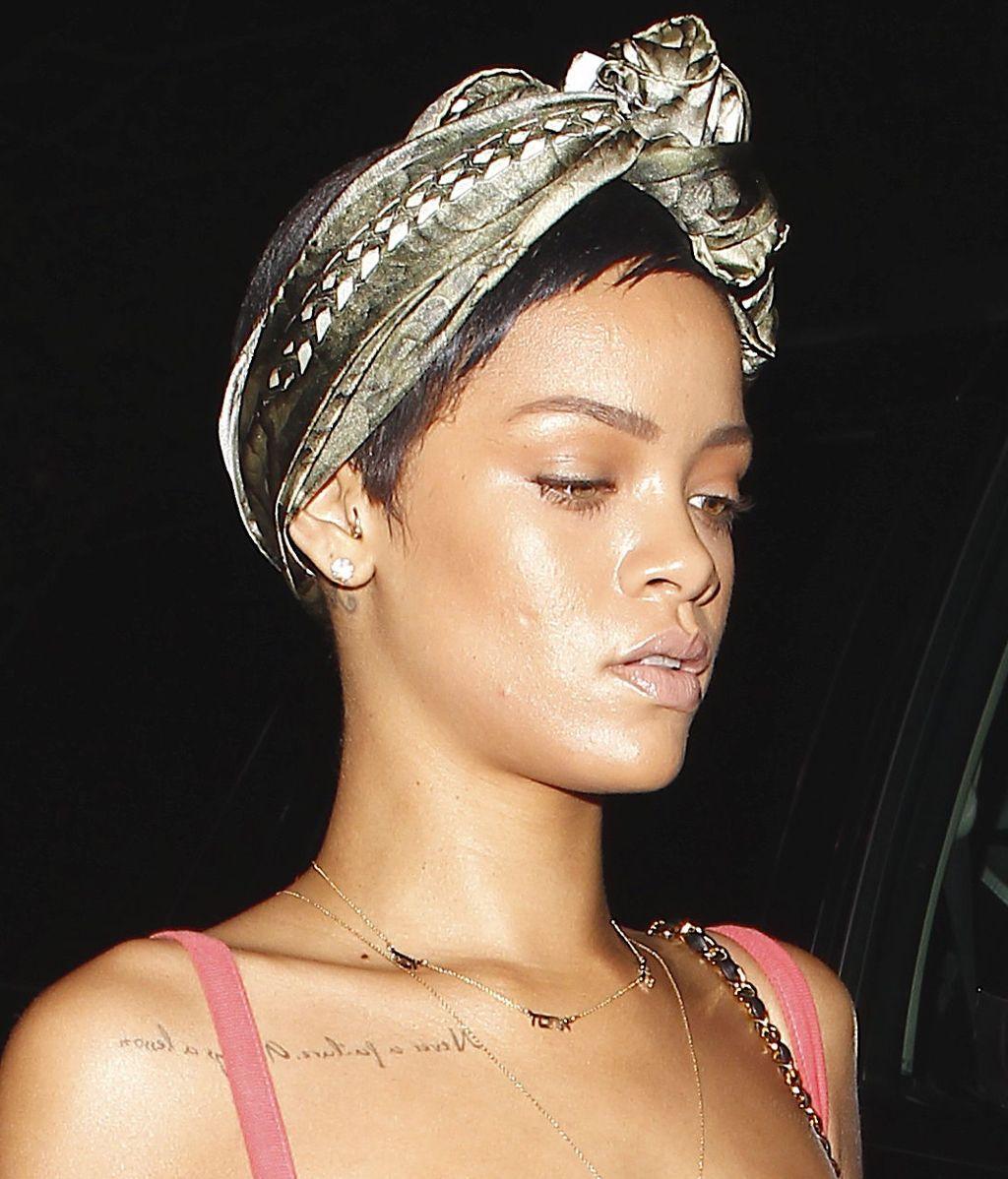 Toque Rihanna: informal, pero estudiado