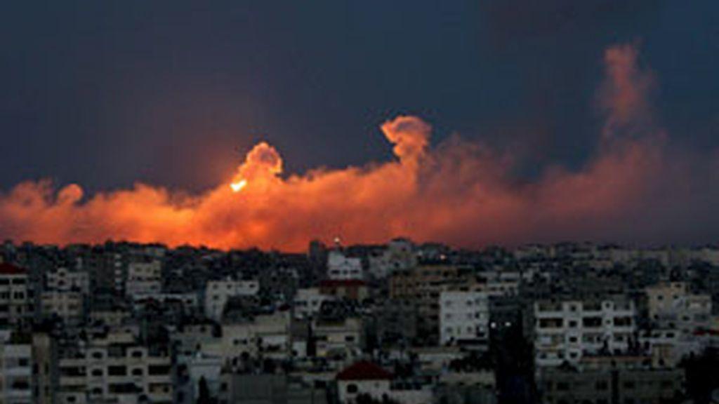 Conitnúan los bombardeos en Gaza catorce días después. Video: Informativos Telecinco.