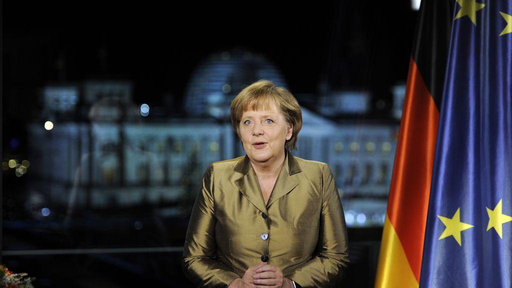 La canciller alemana, Angela Merkel, posa tras pronunciar su discurso anual de Año Nuevo