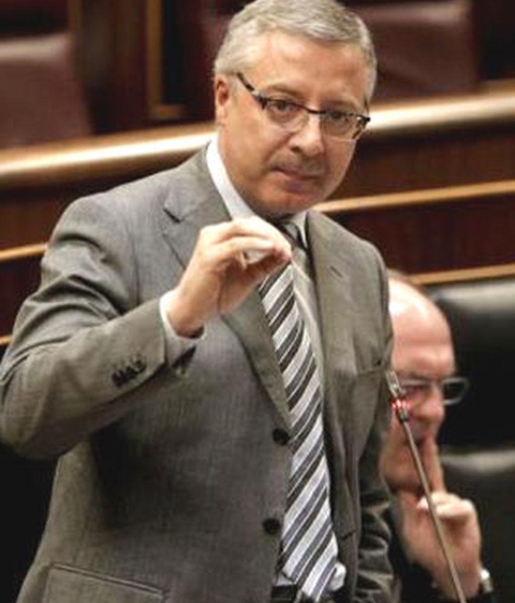 El ministro ha contestado a la declaración de la izquierda abertzale que culpa a ETA del bloqueo en las negociaciones. Foto: EFE