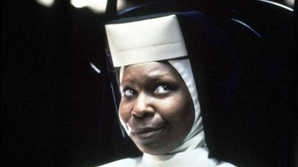 La mujer acusa a las productoras de plagiar su autobiografía para elaborar el guión de la famosa película que Whoopi Goldberg protagonizó en 1992.