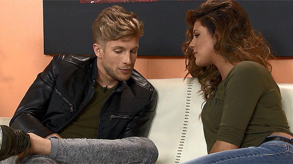 Carlos se ha colado en la cita de Alba y Sergio