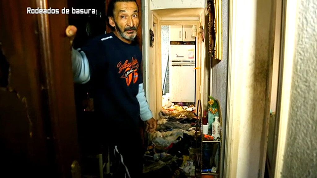 Sus vecinos piden que Sanidad le ayude a superar su enfermedad