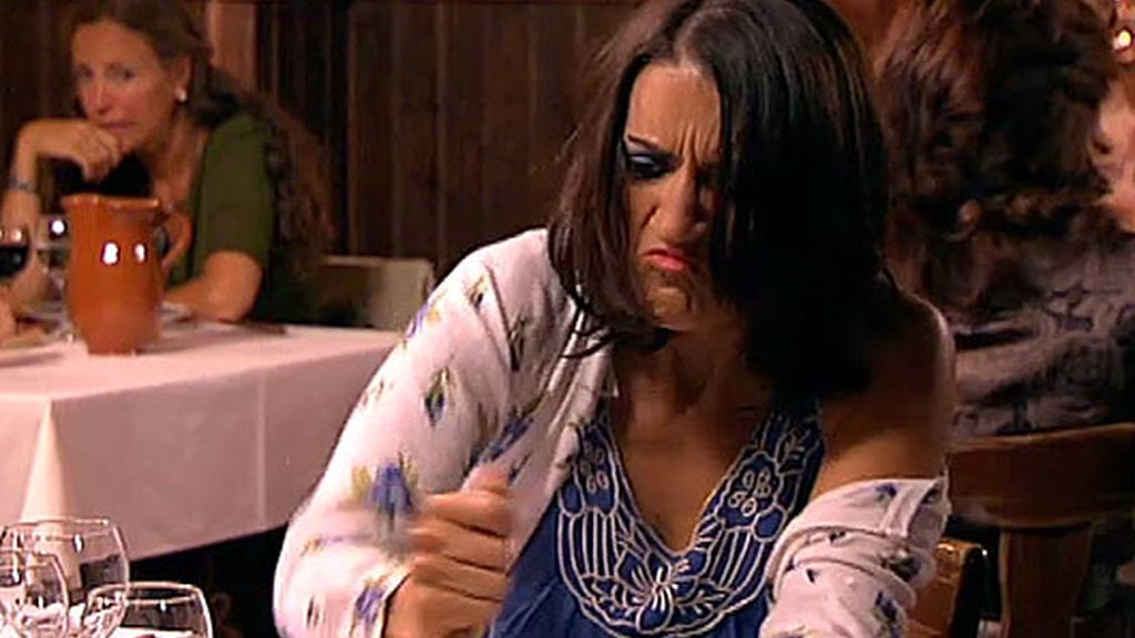 La hermana loca de Recio quiere casarse con Amador