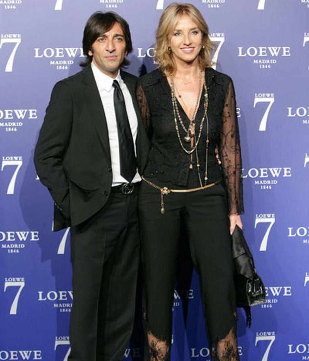 Cayetano Rivera y Eva González, protagonistas de un elenco de lujo en la fiesta de Loewe