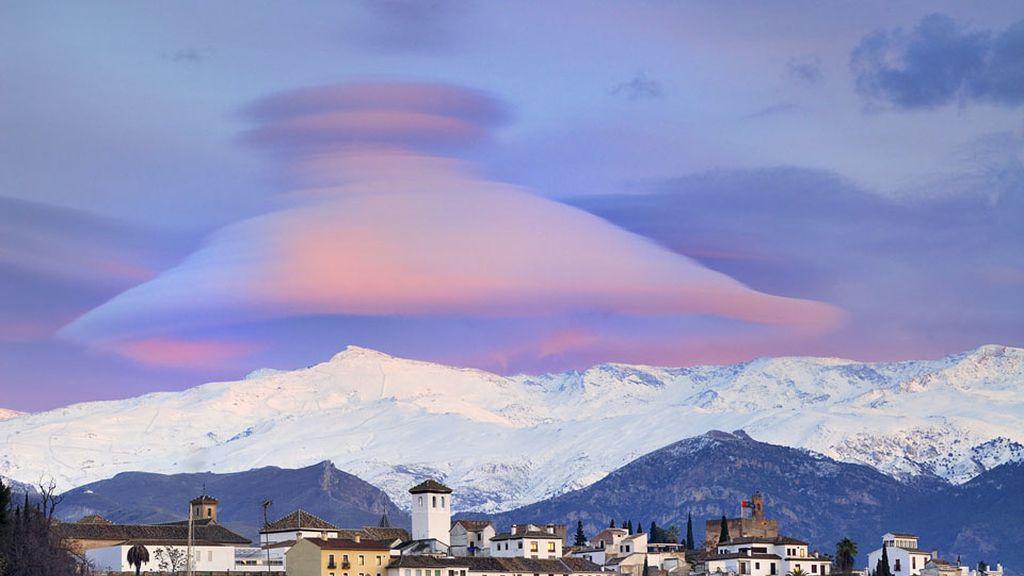 Nube lenticular sobre el pico Veleta, 'La Fotografía Astronómica del Día'