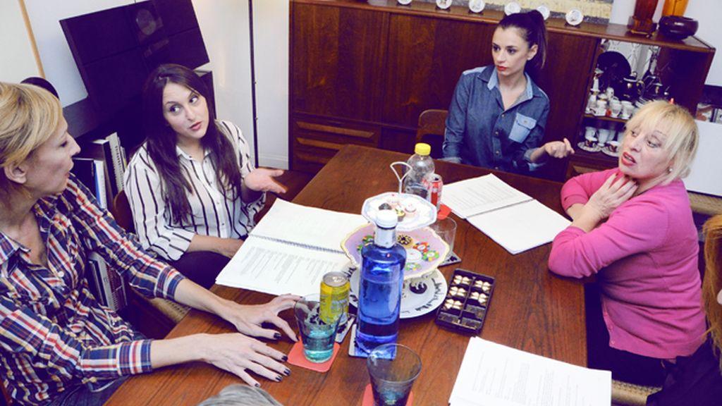 """Elisa Matilla, Pepa Rus, Miren Ibarguren y Josele Román durante los ensayos de """"Lifting"""""""