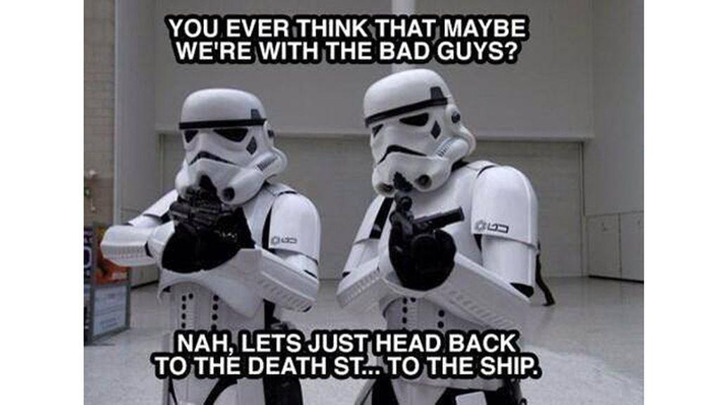 """""""¿Alguna vez has pensado que quizá somos los malos?"""" - """"No, volvamos a la estrella de la muer... a la nave"""""""