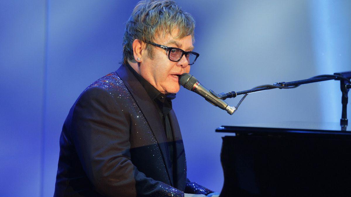Elton John cancela su gira europea por una operación de apendicitis aguda