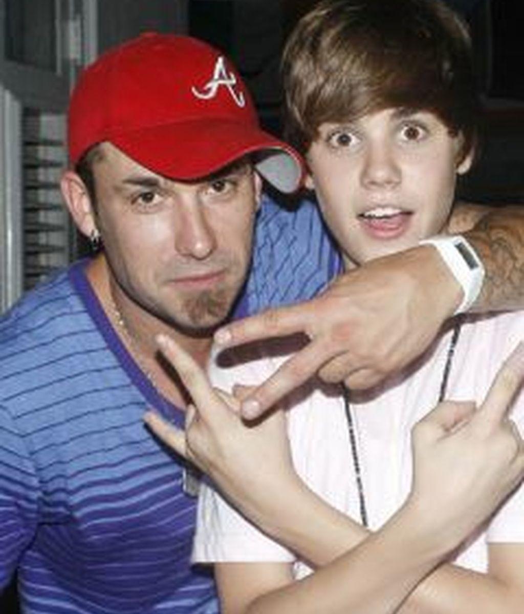 Justin Bieber, junto a su padre. Foto: Gtres.