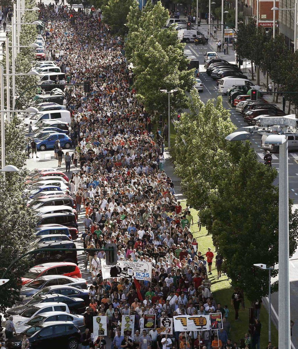 Manifestación en Pamplona por la dimisión de Yolanda Barcina. Foto: Efe