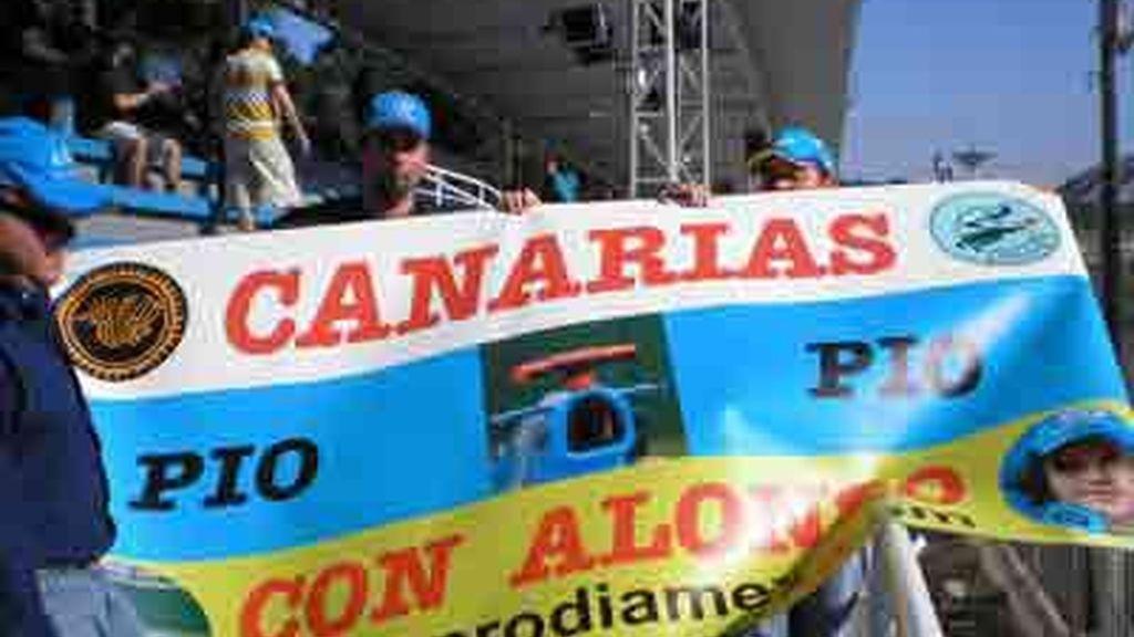 Los aficionados posan en el GP de Brasil