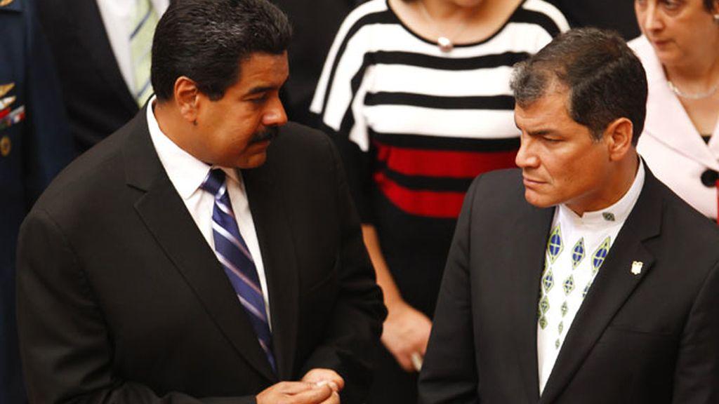 Correa junto a Nicolás Maduro visitan la tumba de Hugo Chávez