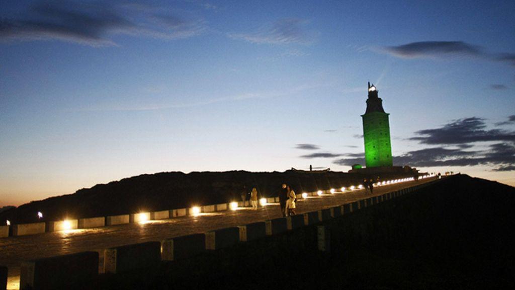 La Torre de Hércules se ilumina de verde para conmemorar al patrón de Irlanda