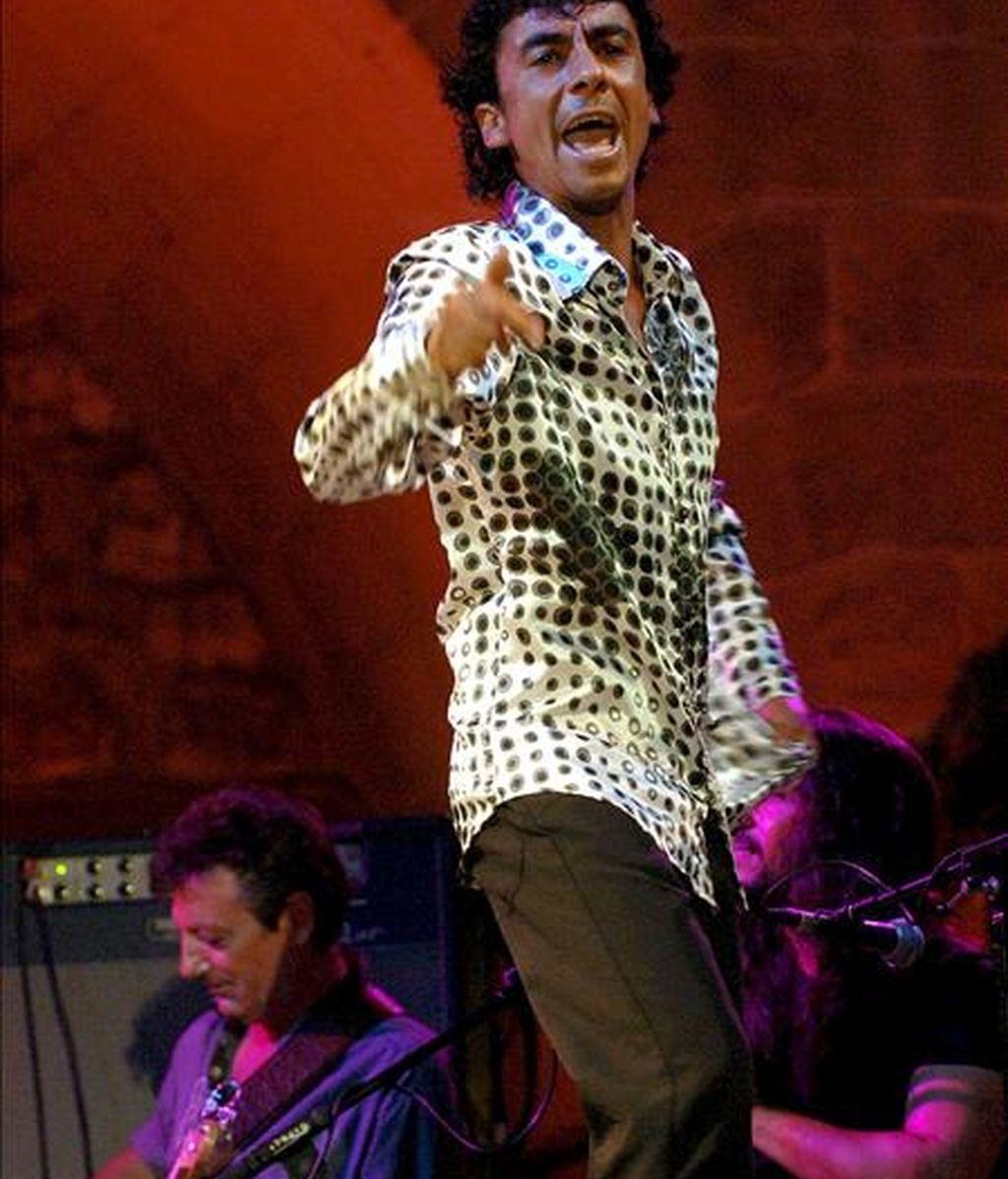 """En la imagen, el bailaor """"Tomasito"""", durante su actuación, en julio de 2006, junto a Chano Domínguez, en la tercera jornada del 41 Festival Internacional de Jazz de San Sebastián. EFE/Archivo"""