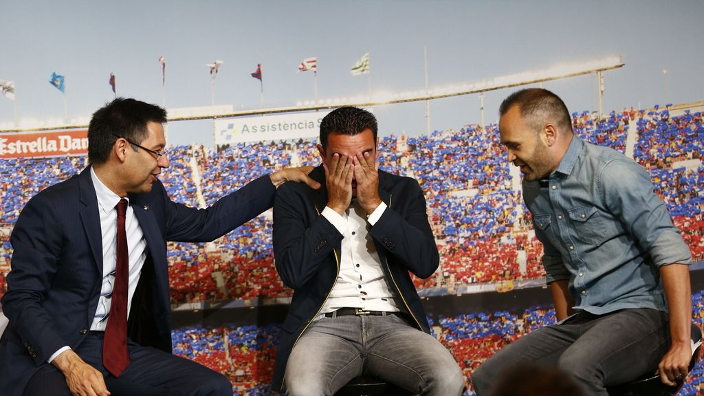 Emotiva despedida a Xavi Hernández