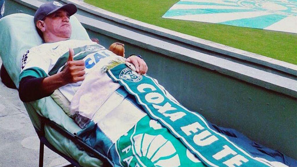 Jairton Da Rocha sigue todos los partidos desde su camilla