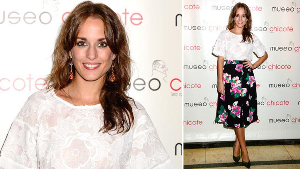 Silvia Alonso con una falda de motivos florales