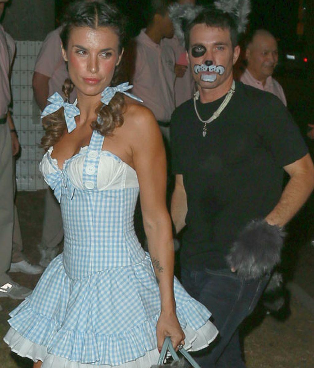 Elisabetta Canalis se disfrazó de Dorothy, la niña de 'El Mago de Hoz'