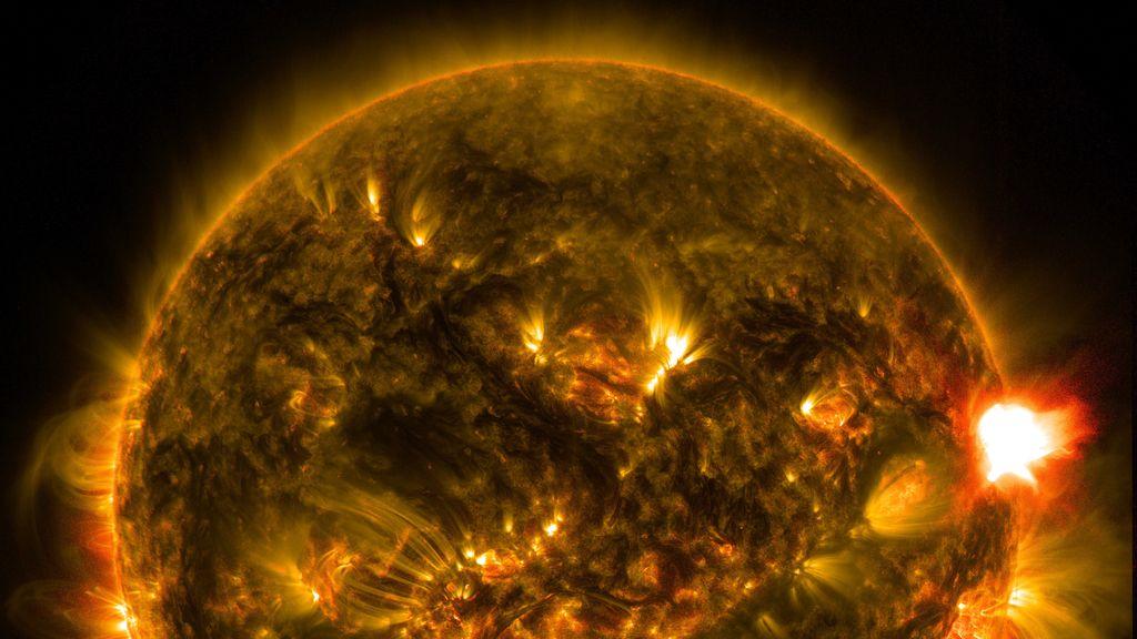Registran la primera gran llamarada solar de 2015