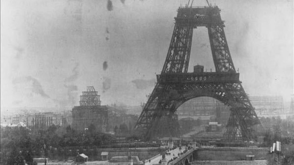 La construcción de la Torre Eiffel en 1888