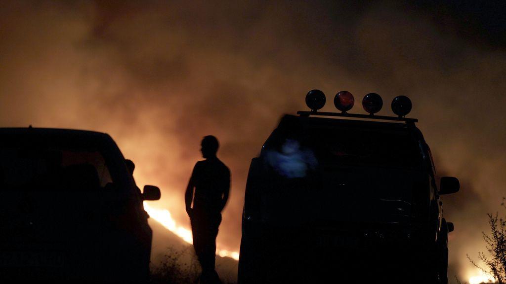 El fuego declarado en Mijas obliga a evacuar a 200 personas.