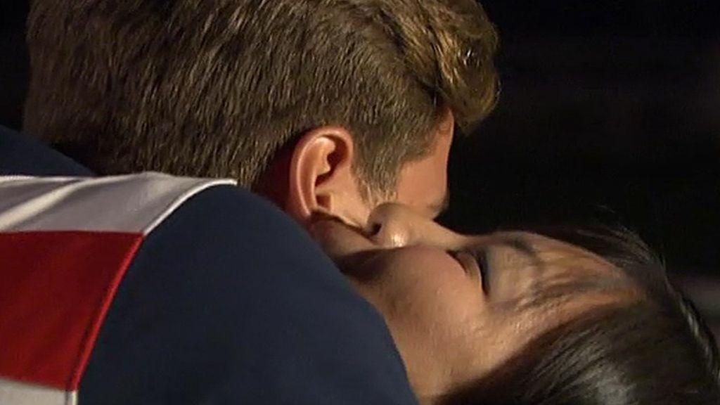 Una apuesta, dos besos y un abrazo en la primera cita de Gabi