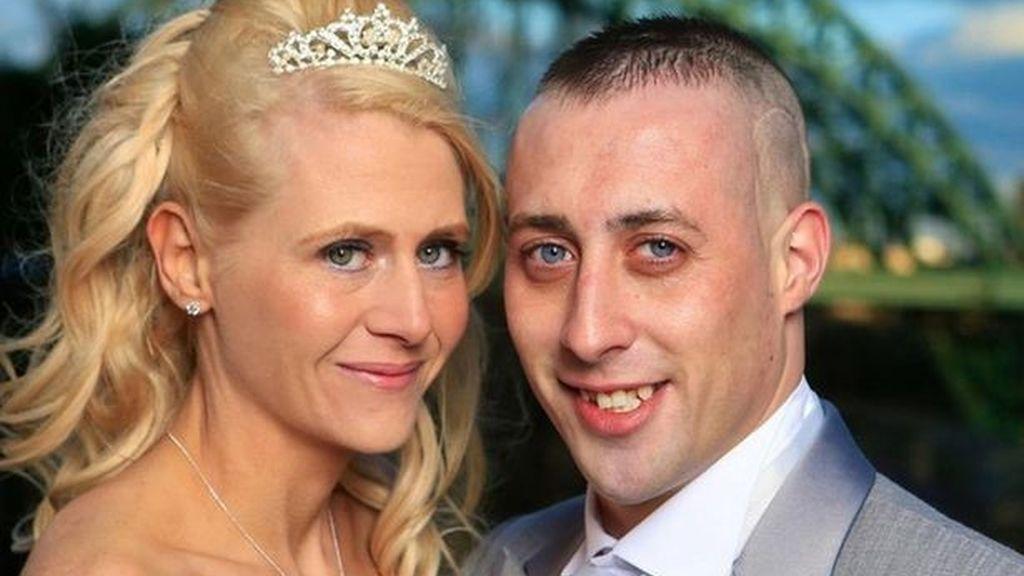 Muere pocos meses después de casarse