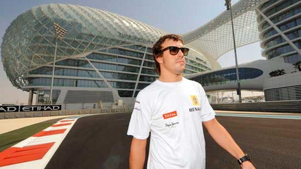 Alonso se despide de Renault
