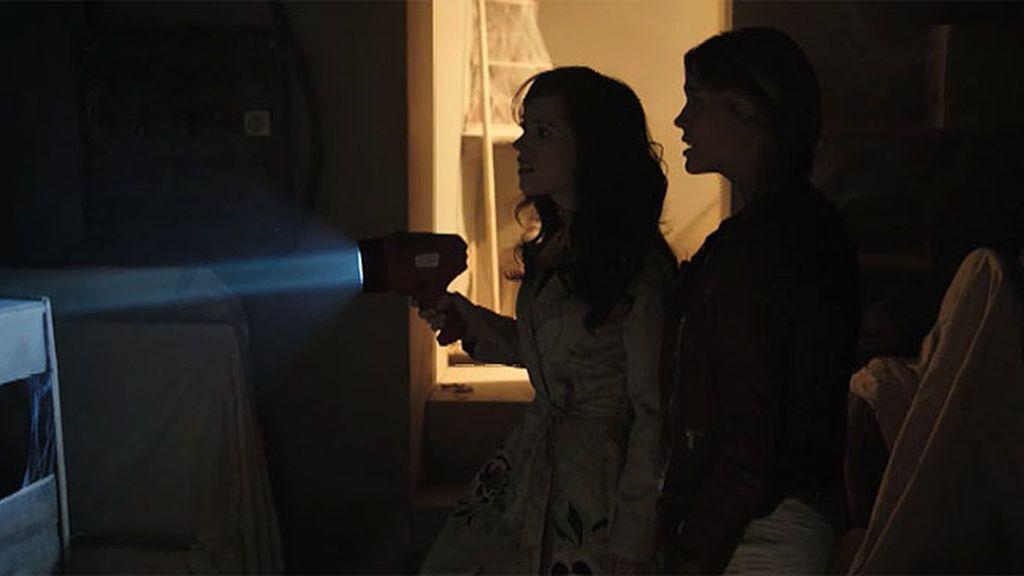Alba intenta guiar al espíritu de tres niños que aún siguen en la tierra