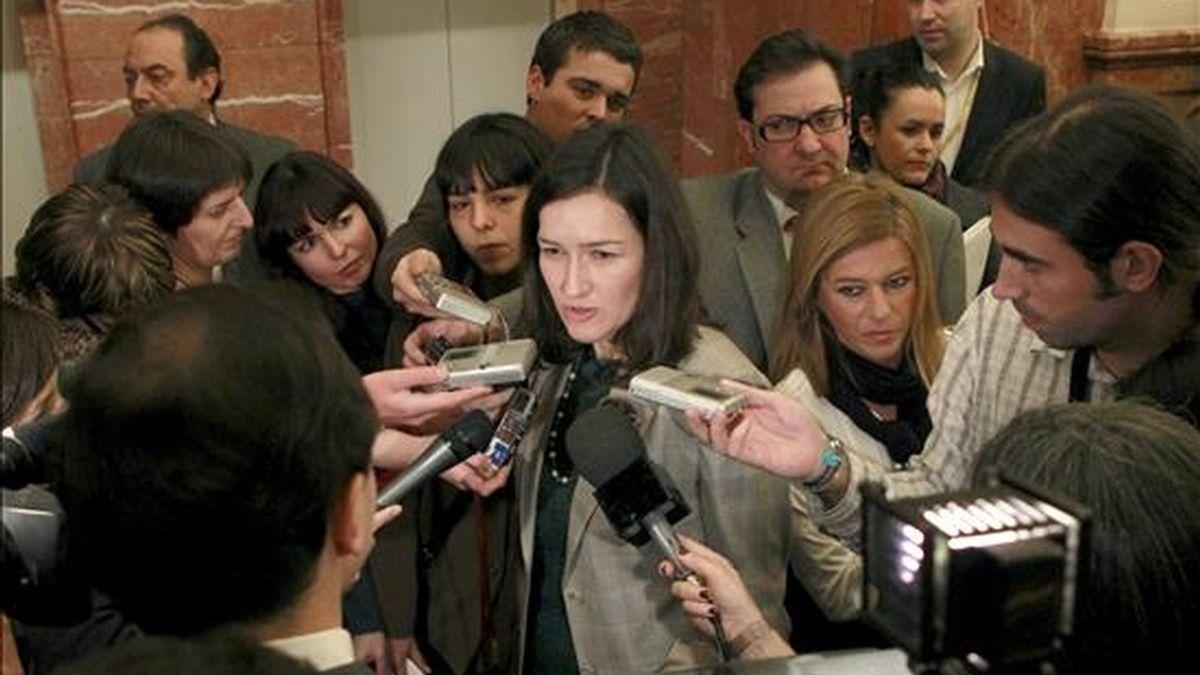 La ministra de Cultura, Angeles González Sinde, en declaraciones a los medios de comunicación. EFE/Archivo