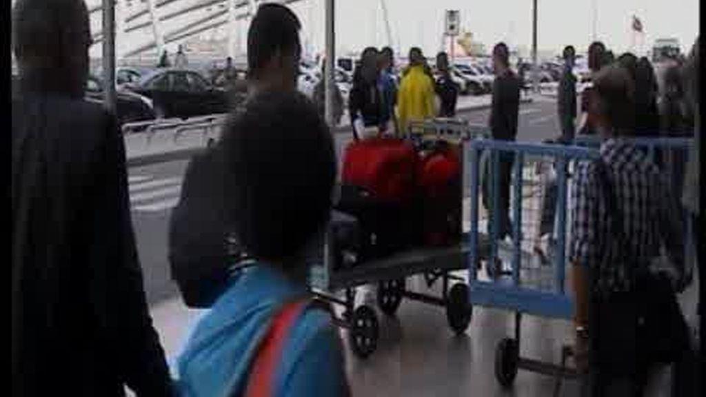 Cientos de turistas españoles permanecen atrapados en los aeropuertos de Egipto
