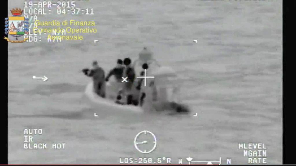 Naufraga un barco con 700 inmigrantes en el Canal de Sicilia