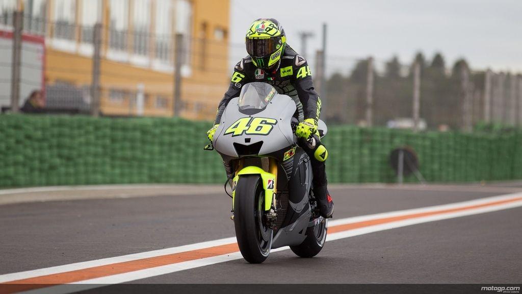 Rossi madrugó para probar su nueva Yamaha