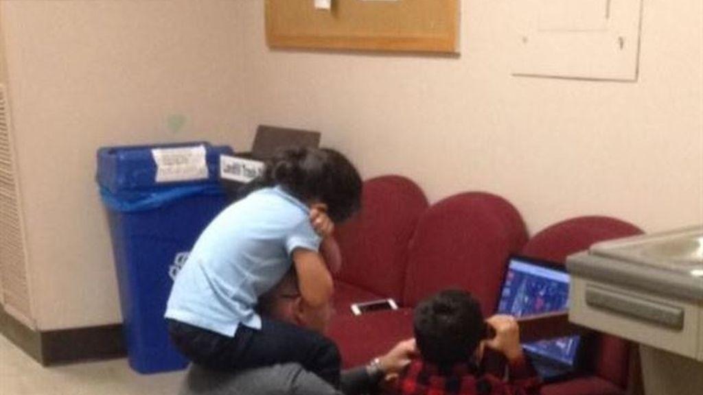 Profesor cuida de los hijos de su alumna