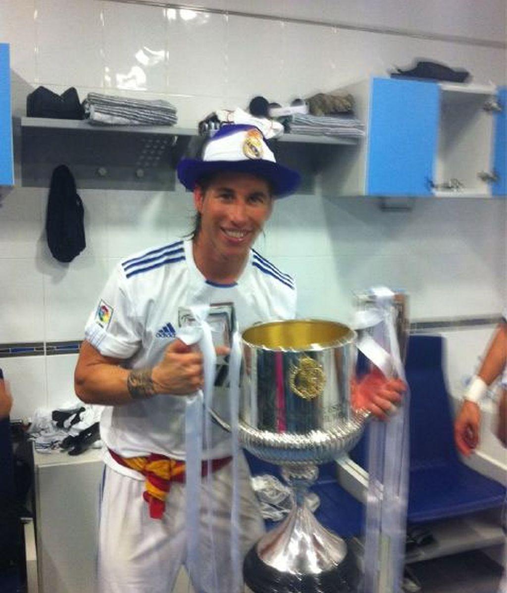 Sergio Ramos publica en su Twitter su foto con la copa
