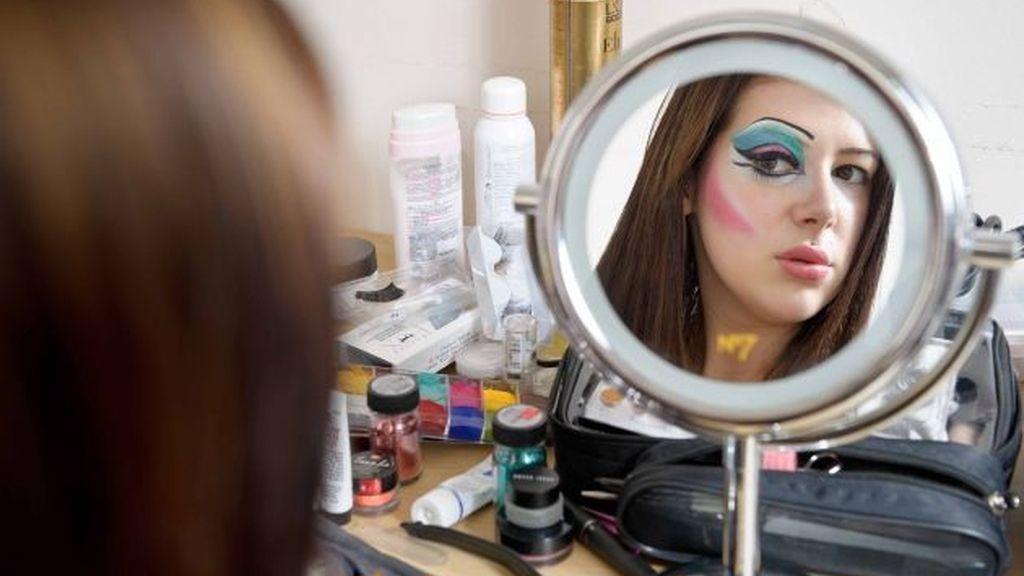 Una mujer se gasta 5.000 euros para parecerse a una 'Drag Queen'